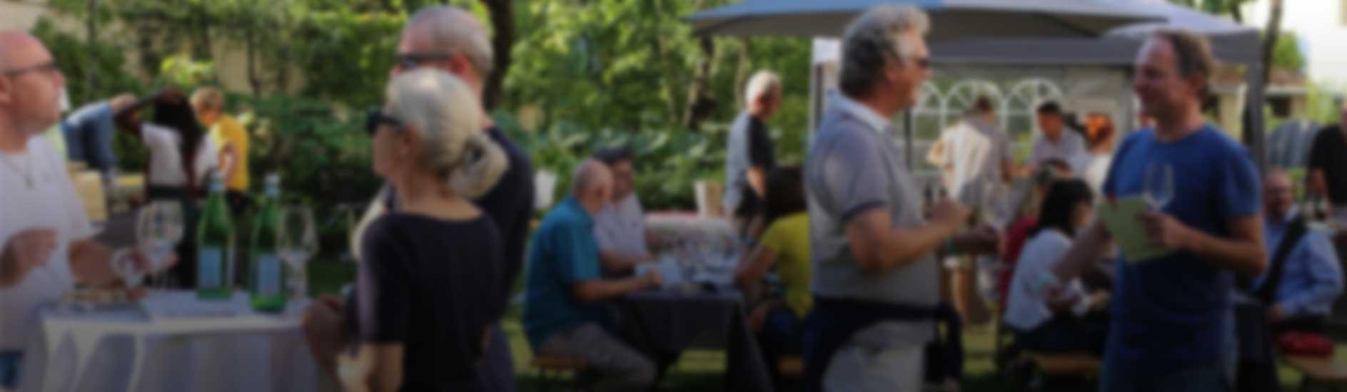 Wein im Garten 2 Banner Hintergrund